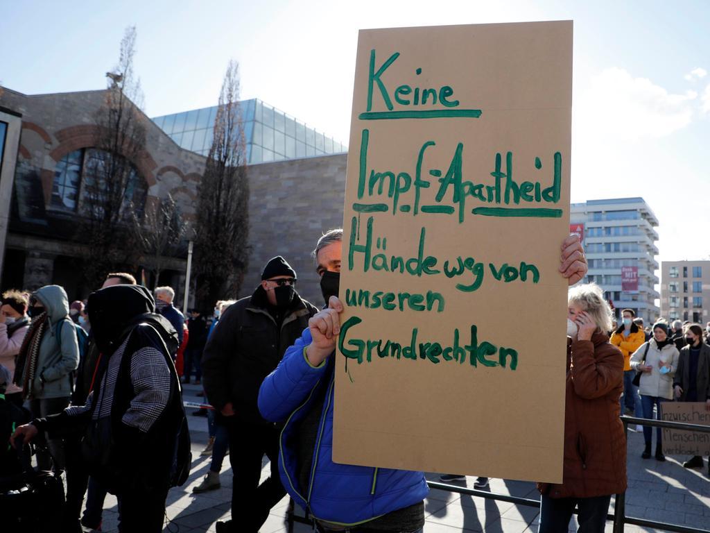 Nürnberg , am  27.03.2021 Ressort: Lokales Foto: Stefan Hippel  Kornmarkt, Querdenker - Demo gegen die Corona Maßnahmen,