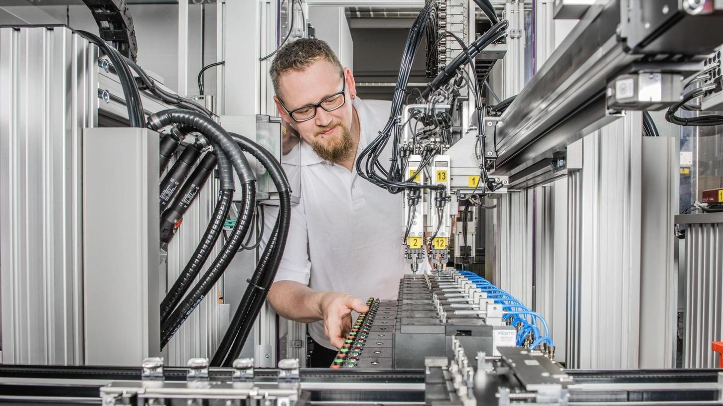 In über 60 Ländern werden die Schalter und Relais der Firma ETA in Fahrzeuge, medizinische Apparate oder in professionelle Handwerkzeuge eingebaut. Auch bei der E-Mobilität wollen die Altdorfer dabei sein.