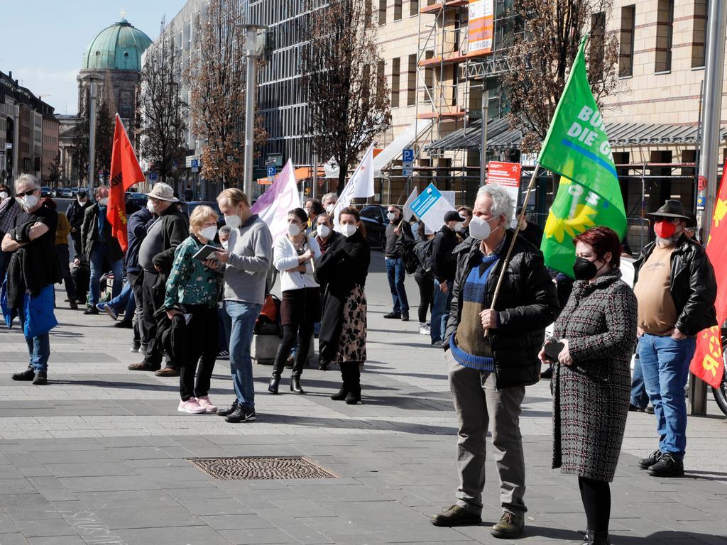 Nürnberg , am  28.03.2021 Ressort: Lokales Foto: Stefan Hippel  Kornmarkt,  Demo gegen Rechts, Bündnis Nazistopp demonstriert unter dem Motto
