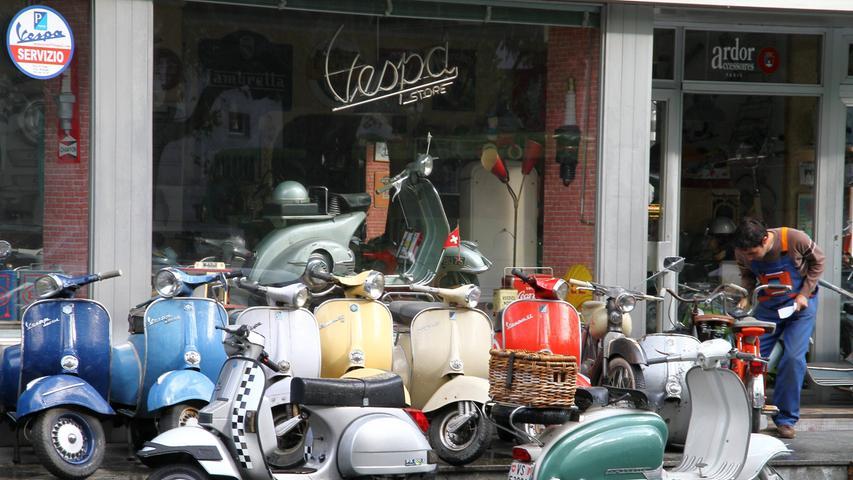 Ein Vespahändler in der Schweiz - im Sortiment nur alte Roller.