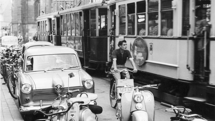 Straßenszene in der Nürnberger Königstraße von 1954.