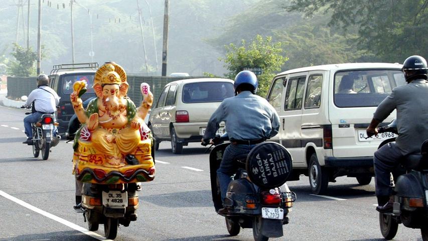 Auch in Indien fährt man - Vespa!