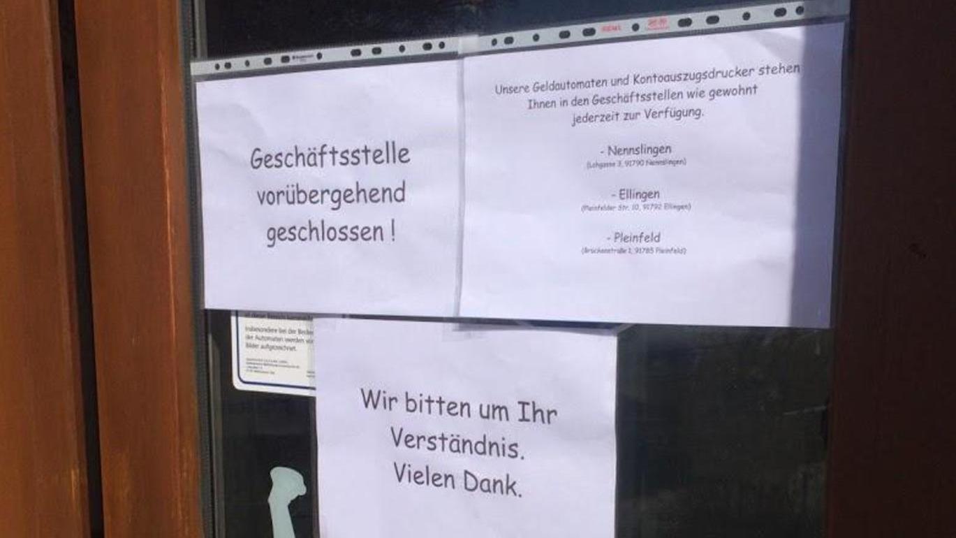 Schauplatz eines spektakulären Bruchs: Unbekannte haben einen Geldautomaten in Ettenstatt aufgebrochen und mehrere tausend Euro erbeutet.