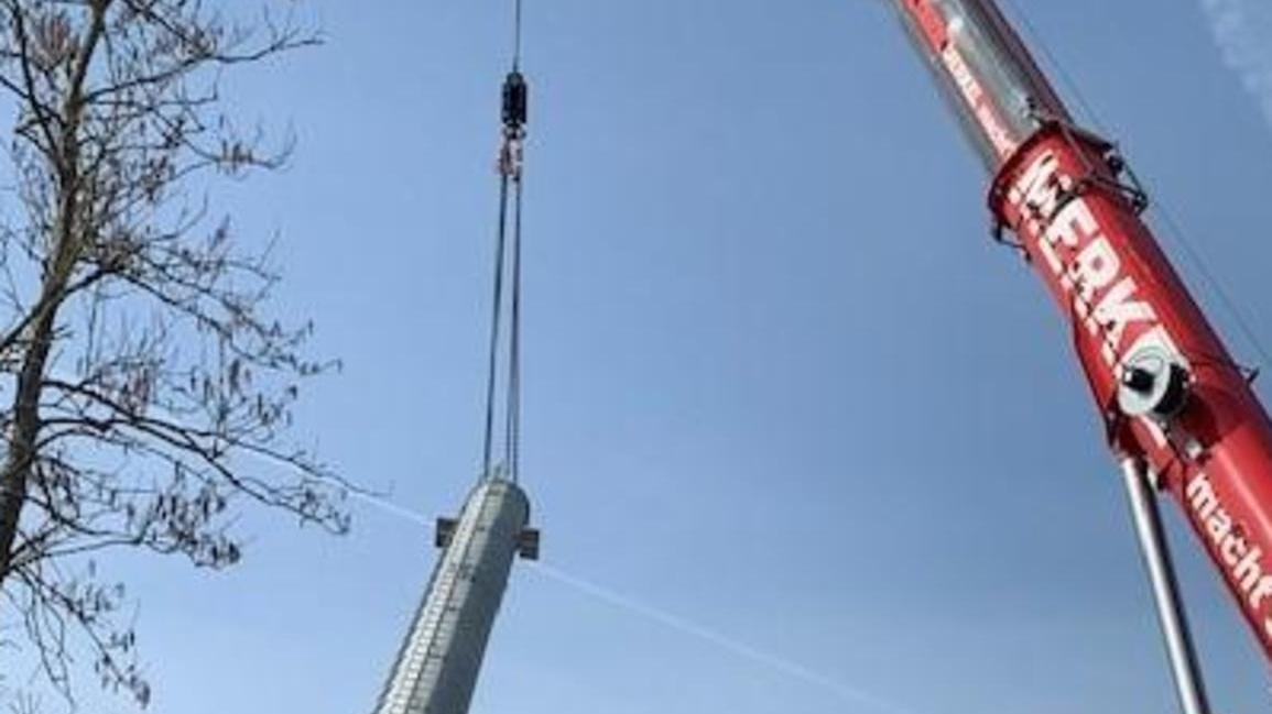 Ganze 41,43 Meter hoch ist er, der neue Mobilfunkturm in Pommersfelden.