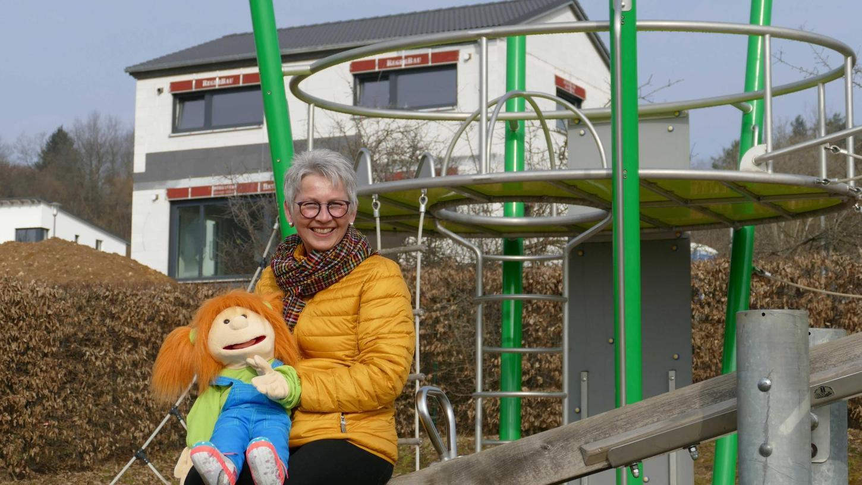 Ein Stückchen Normalität geben und da sein: Die Kinderhospizbegleiterin Monika Müller nimmt sich oft den Geschwistern sterbender Kinder an und geht mit ihnen beispielsweise auf den Spielplatz.