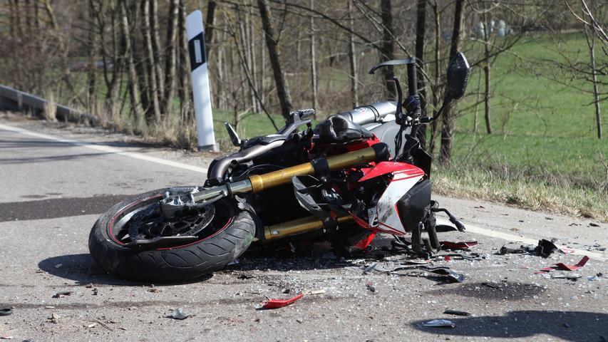 Kreis Ansbach: Motorradfahrer prallt in Traktor und verletzt sich schwer