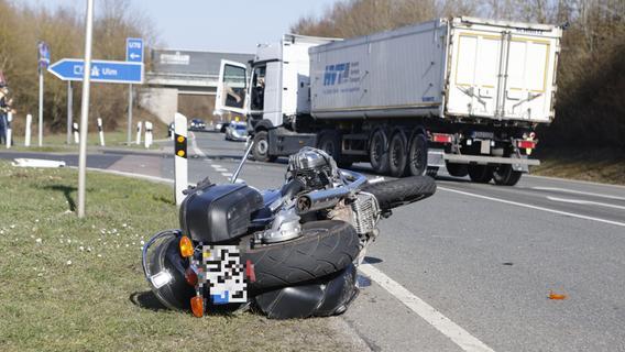 LKW-Fahrer übersieht Motorradfahrer: 70-Jähriger schwer verletzt