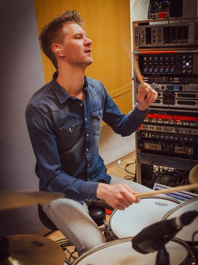 Seit 2013 hat Matthias Bäuerlein sein eigenes Studio, in dem er auch für andere Songs produziert.