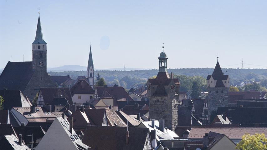Drei dieser Türme liegen innerhalb des Radius: St. Magdalena, (l.) sowie die beiden Stadttürme rechts. Den Kirchturm des Liebfrauenhauses sieht man immerhin.