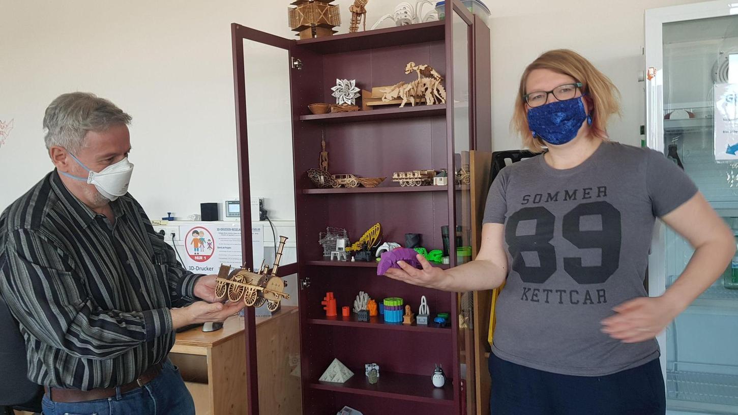 Die Vorstandsmitglieder Sabrina Bohn und Roland Möltner in den Räumen des FabLab, zum Basteln und Reparieren darf schon lange keiner mehr kommen.