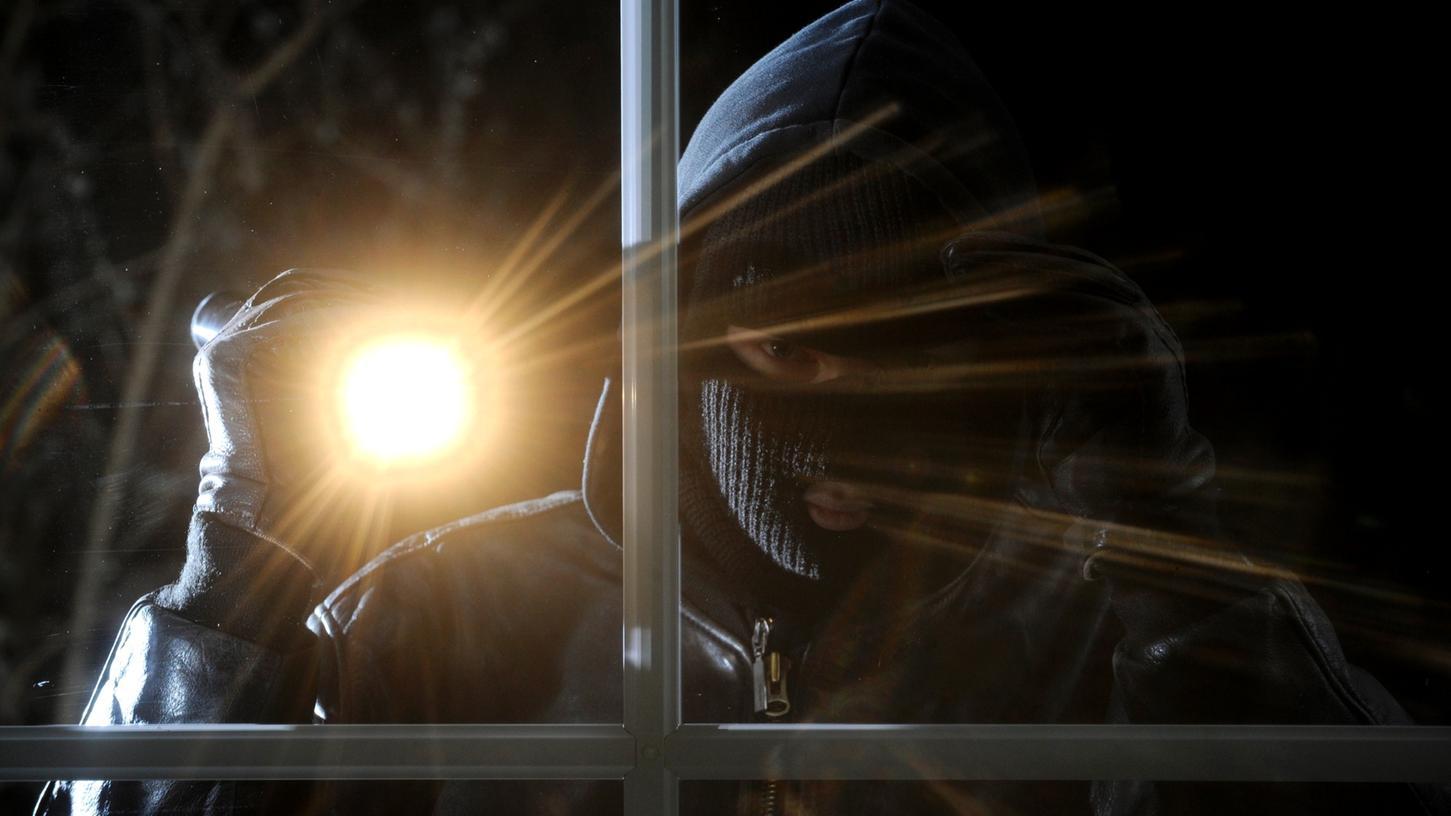 In der Nacht von Freitag auf Samstag waren in Erlangen Einbrecher unterwegs.