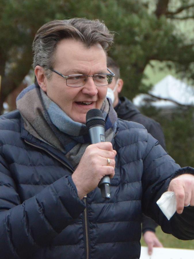 """CSU-MdB Michael Frieser sieht eine Alternative: Er nennt die Trasse im Süden Schwabachs das """"kleinere Übel""""."""