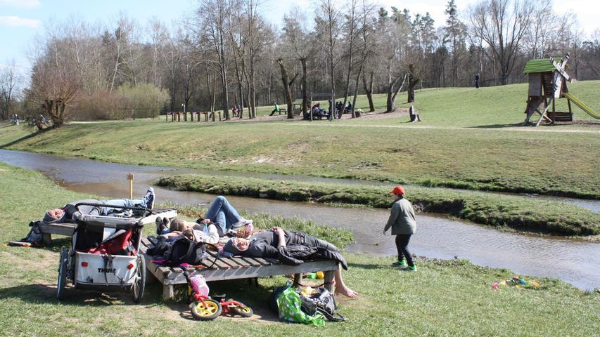 FOTO: 5.4.2021; Marianne Natalis MOTIV: Ostersonntag am Altmühlsee; Gunzenhausen; Seezentrum Wald; Spielplatz