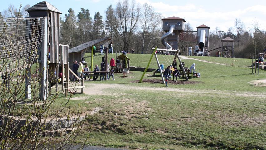 FOTO: 5.4.2021; Marianne Natalis MOTIV: Ostersonntag am Altmühlsee; Gunzenhausen; Gunzenhausen; Seezentrum Wald; Spielplatz; Gunzenhausen; Seezentrum Wald; Spielplatz