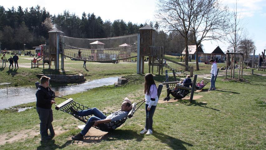 FOTO: 4.4.2021; Marianne Natalis MOTIV: Ostersonntag am Altmühlsee; Gunzenhausen; Seezentrum Wald; Spielplatz