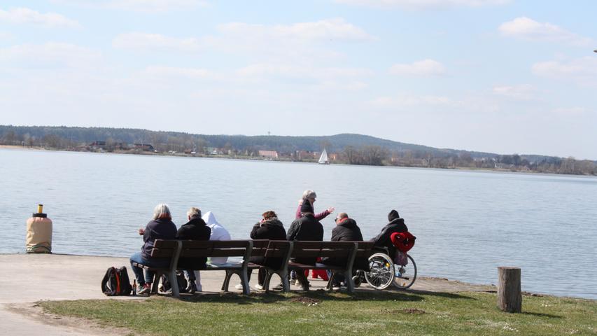 FOTO: 5.4.2021; Marianne Natalis MOTIV: Ostersonntag am Altmühlsee; Gunzenhausen; Seezentrum Schlungenhof; Schiffsanleger