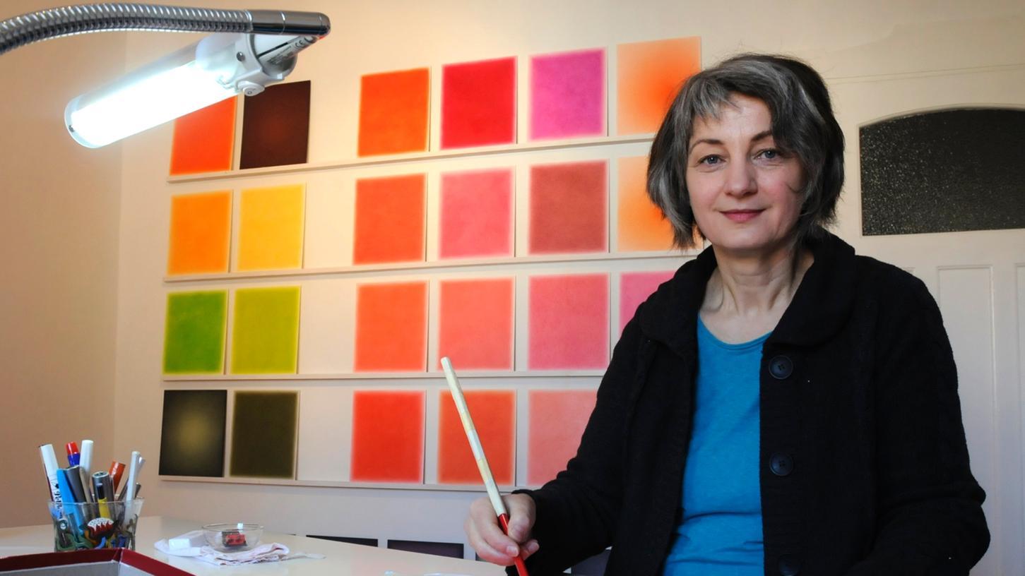 Die Zeichnerin Birgit Bossert bei der Arbeit