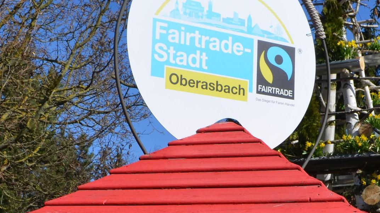 Das Fairtrade-Logo der Stadt ist derzeit auch in den Kreisverkehren in Oberasbach zu sehen.