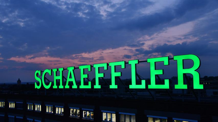 Ein paar Zahlen zum Anfang: Um die 80.000 Menschen arbeiten bei Schaeffler. Dabei sind kreative Köpfe gefragt: Pro Jahr werden mehrere hundert Patente angemeldet (zum Beispiel 1900 im Jahr 2020).Apropos Zahlen: Auf der Arbeitgeber-Bewerter-Plattform