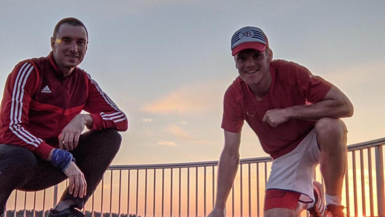 Robert Ertel (links) und Daniel Engelhard nach einem ihrer vielen gemeinsamen Läufe für den Challenge-Sieger FC Frickenfelden.
