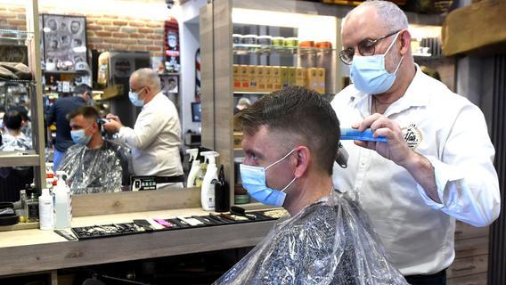 Corona in Bayern: Das gilt aktuell für den Friseurbesuch