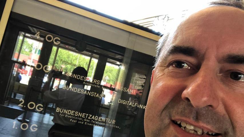 Auch Selfies finden Instagram-Nutzer auf dem Kanal von Hubert Aiwanger. Dieses Selfie vom 24. Juni 2019 zeigt Aiwanger bei der Bundesnetzagentur bei seinem