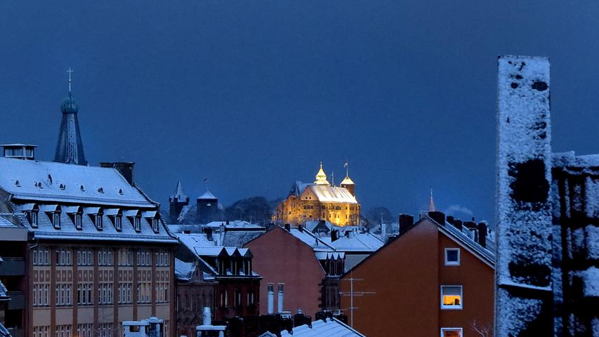 Immer ein Foto wert: Die Nürnberger Burg, diesmal im Frühlingsschnee.