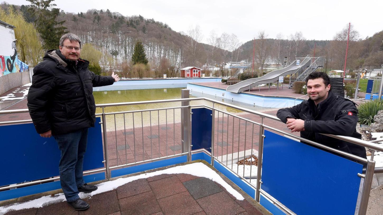 Ins Bundesförderprogramm ist das Waischenfelder Freibad nicht gerutscht. Aber Bürgermeister Thomas Thiem und Bademeister Stefan Polster hoffen dennoch auf eine neue Chance.