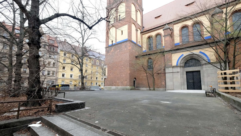 Alte Bäume und St. Anton als Kulisse: Hier entsteht Nürnbergs dritter Mini-Park.