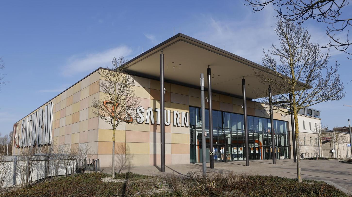 """Steht offenbar nicht zur Disposition: Der """"Saturn""""-Markt am Kulturforum, dessen Verkaufsfläche bereits um etwa die Hälfte reduziert wurde, gilt als """"eher rentabel""""."""