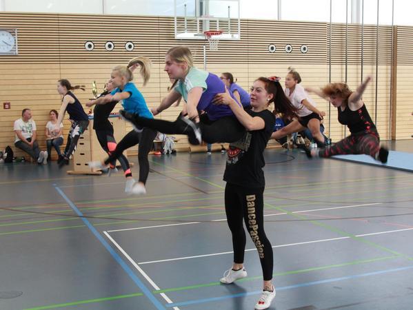 Die Handball-Abteilung der DJK Neumarkt versuchte sich 2017 und 2018 am Aufbau einer Cheerleading-Gruppe.
