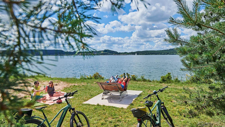 Radfahren und die Landschaft genießen - auf dem Fränkischen WaserRadweg kein problem.