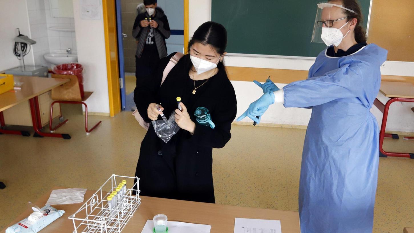Daheim gurgeln und die Probe mit in die Schule nehmen – das könnte für Teilnehmer der Wicovir-Studie in der Stadt Erlangen zur Alternative fürs Stäbchen in der Nase werden.