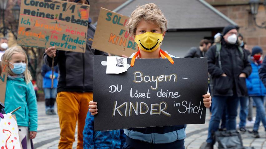 Kundgebung in Nürnberg: Eltern fordern inzidenzunabhängige Öffnung von Schulen