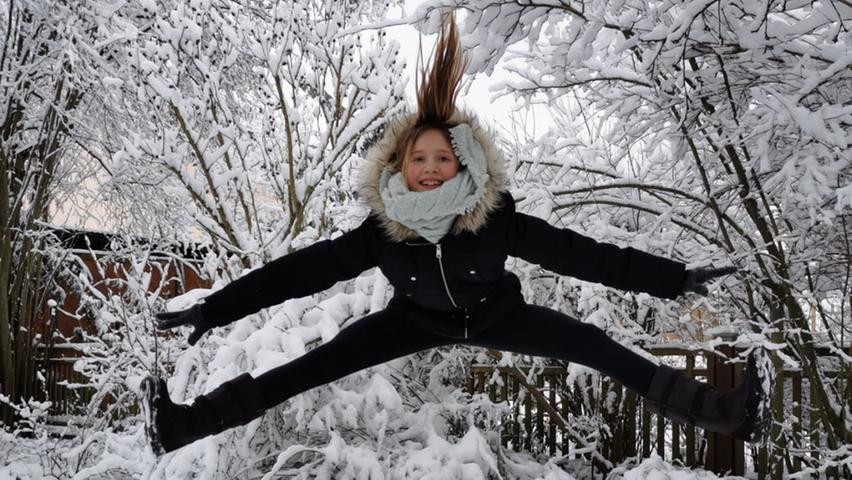 Irene Spitzer hat der Lokalsportredaktion Fotos ihrer Enkelin Kim geschickt. Die ist begeisterte Turnerin beim TSV Roßtal.