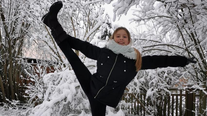 ... als auch beim Beinhalten im schneebedeckten Garten der Familie gehabt zu haben.