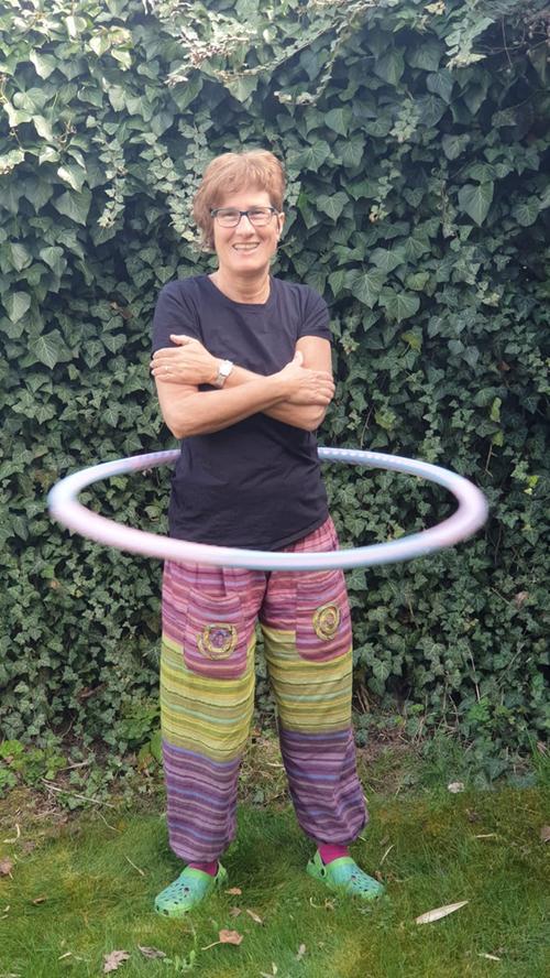 Andrea Gabler aus Langenzenn lässt derweil gerne im heimischen Garten und untermalt von