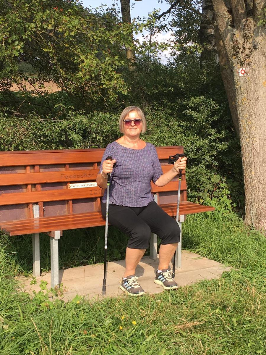 Gitti Meier aus Puschendorf geht gerne Walken.