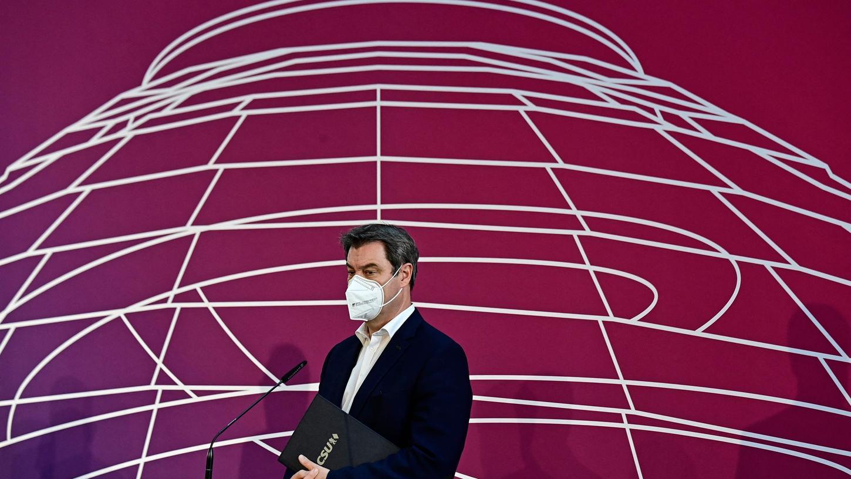 CSU-Chef steht für die Kanzlerkandidatur zur Verfügung, wenn die CDU ihn unterstützt. Das sagte er am Sonntag.