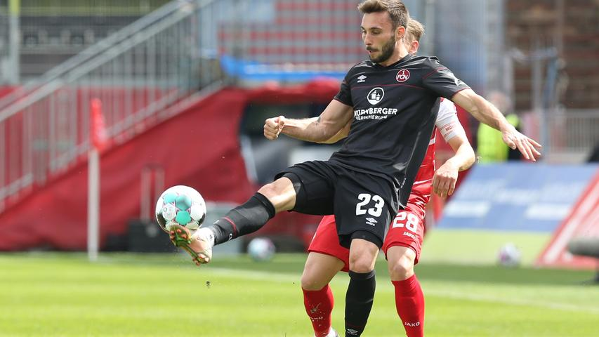 11.04.2021 --- Fussball --- Saison 2020 2021 --- 2. Fussball - Bundesliga --- 28. Spieltag: FC Würzburger Kickers FWK - 1. FC Nürnberg FCN ( Club ) --- Foto: Sportfoto Zink/DaMa --- DFL regulations prohibit any use of photographs as image sequences and/or quasi-video - only for editorial use --- ....Fabian Schleusener (23, 1. FC Nürnberg / FCN ) Arne Feick (28, Würzburger Kickers )