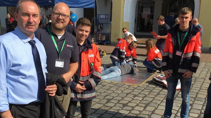 Die Situation im Hintergrund kann auf den ersten Blick zunächst verstörend wirken. Doch das Bild entstand im September 2017 beim Malteser Bundeswettbewerb der Sanitäter in Landshut.