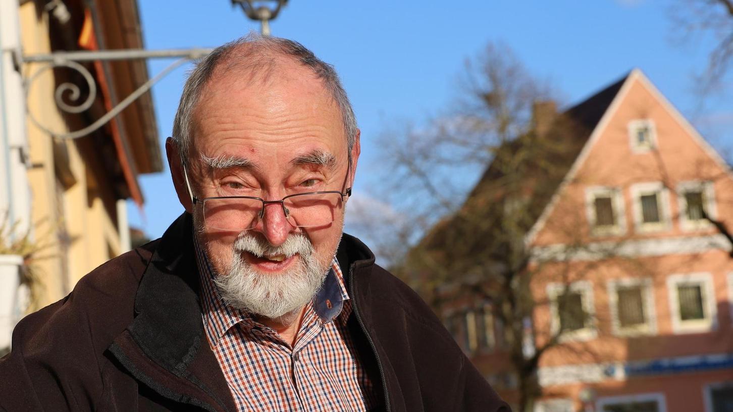 """Wilfried Auer legt seinen neuen Gedichtband """". . . net es Gelbe vom Ei"""" vor."""
