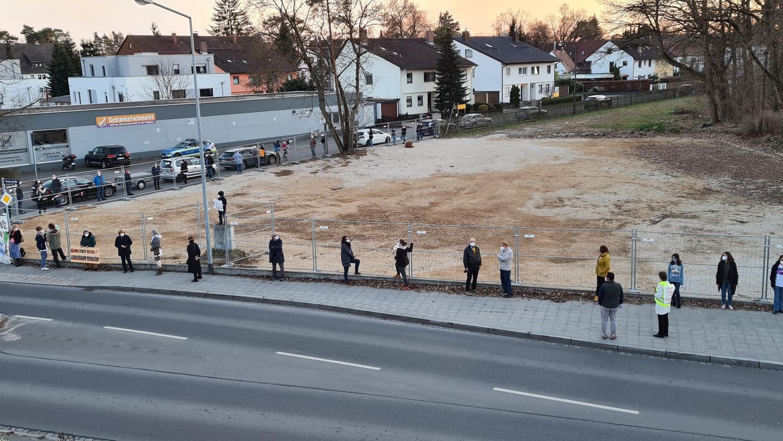 Mit Mahnwachen wollen die Anwohner rund um die ehemalige Radrennbahn auf ihre Sorgen und Nöte hinsichtlich der Neubebauung aufmerksam machen.