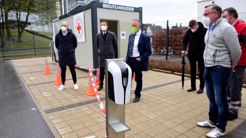 Neue Möglichkeit für Abstriche: Neben dem Ronhof nimmt heute ein Schnelltestzentrum seinen Betrieb auf. Auch in Roßtal geht eine Station an den Start.