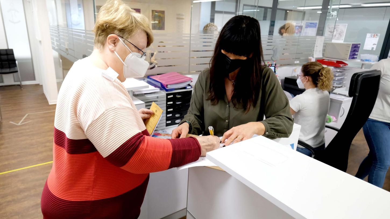 Die Praxen des Medic-Center Nürnberg - im Bild die Niederlassung in Ziegelstein - haben am Dienstag nach Ostern mit der Biontech-Impfung begonnen, wie insgesamt rund 8500 Hausärzte in Bayern.