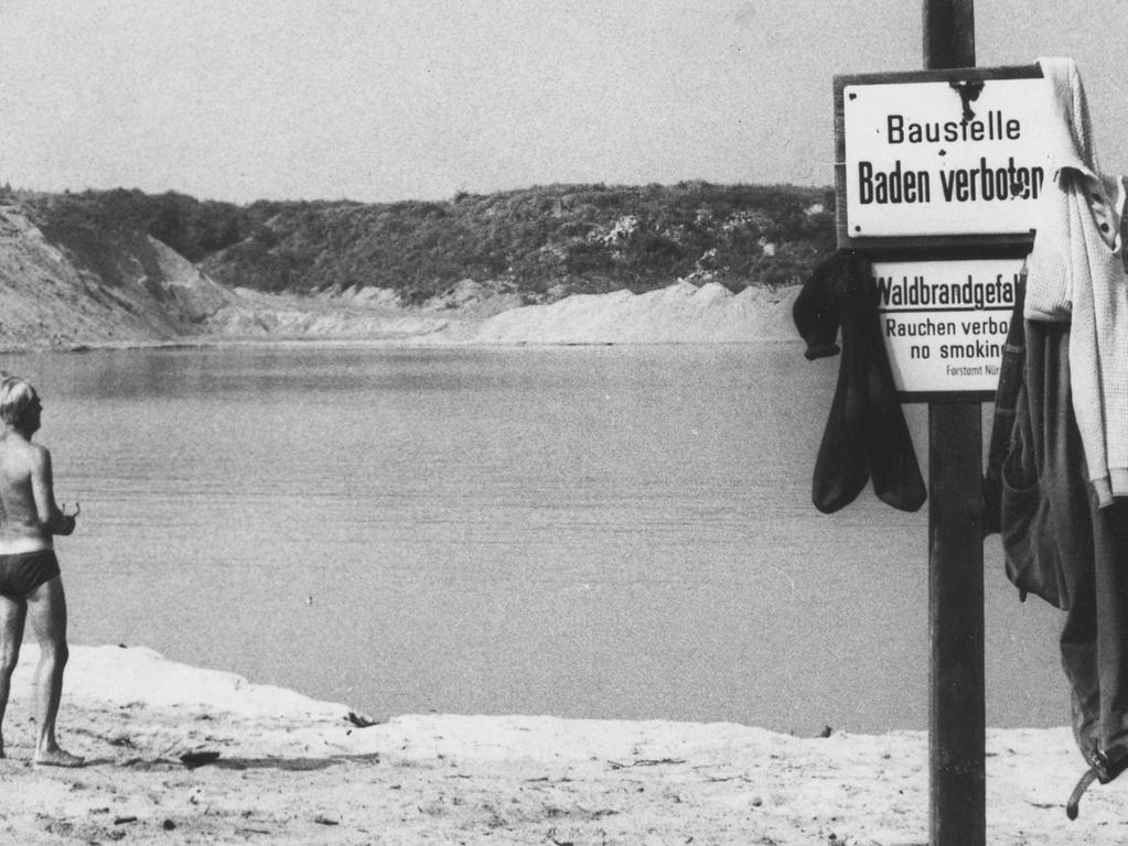 FOTO: NN / Fotograf nicht identifizierbar, historisch; 1970er; veröff. NN 09.09.1972..MOTIV: Nürnberg, Birkensee, Schild