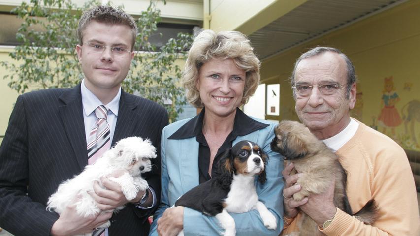 König war von 2004 bis 2020 ehrenamtlicher Geschäftsführer des Trägervereins des Tierheims. Seine Mitstreiterin dort: Dagmar Wöhrl, seit 1999 Präsidentin des Vereins und von 1994 bis 2017 Bundestagsabgeordnete.