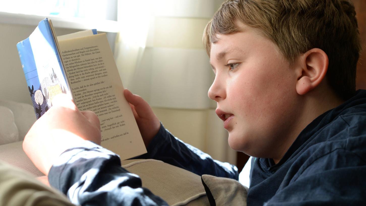 Gut lesen zu können, ist die Grundvoraussetzung für eine erfolgreiche Bildungskarriere. Je schlechter ein Kind lesen kann, desto frustrierender ist der Schulalltag – und zwar in allen Fächern.