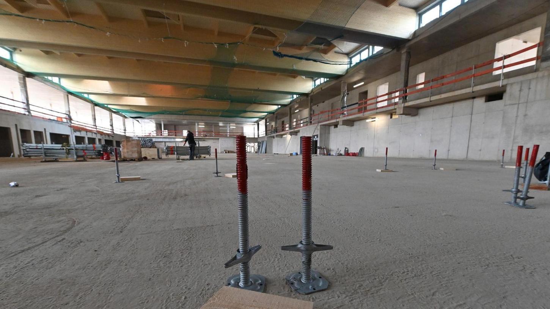 Wenig los auf der Baustelle? Der Schein trügt, die Bauarbeiten am BBGZ schreiten zügig voran so wie hier in der großen Halle. Nach dem Feuer auf dem Dach wurde der Bereich unter der Schadstelle gesperrt.