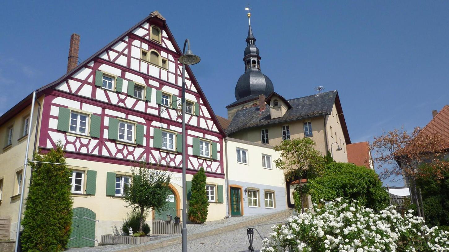 Idylle mit einem Riss: Im Gemeinderat in Lonnerstadt geht es seit einiger Zeit alles andere als harmonisch zu.